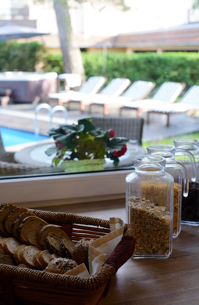 Śniadanie w Villa Verdi z widokiem na taras