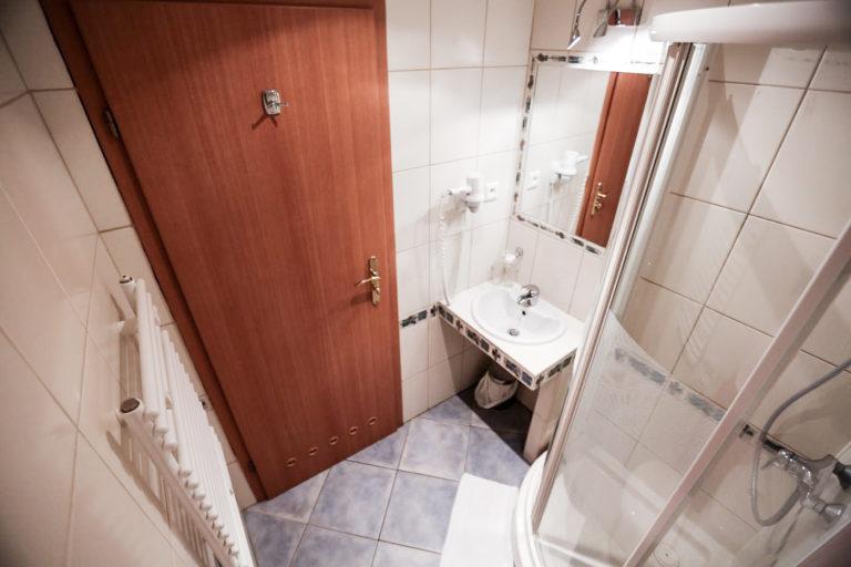 Mała łazienka w pokoju Villa Verdi Łeba