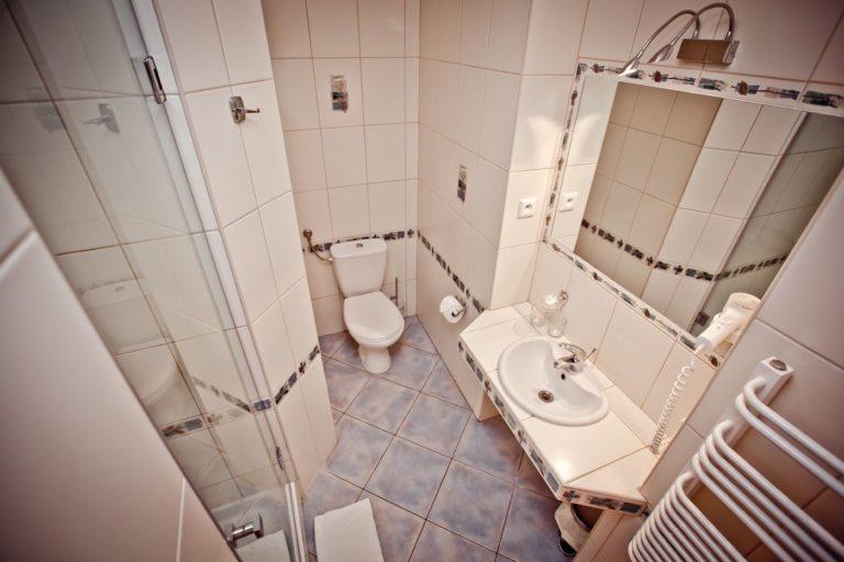 Łazienka pokój w hotelu Villa Verdi Pleasure & SPA