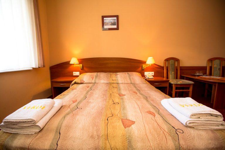 Pokój standardowy dwuosobowy hotel z basenem Villa Verdi Łeba